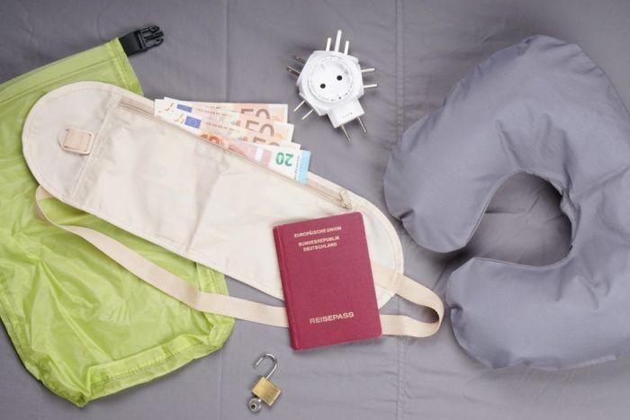 Objetos de viaje via Shutterstock