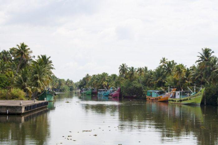 Kerala India backwaters barcos