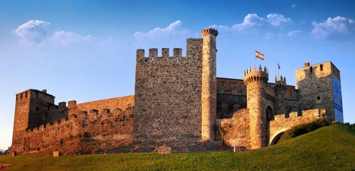 Castillo Templario de Ponferada Qué ver en Ponferrada: un día en la ciudad templaria