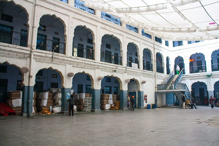 Dentro del Ashram para alojar peregrinos. Aquí duermen los turistas nacionales
