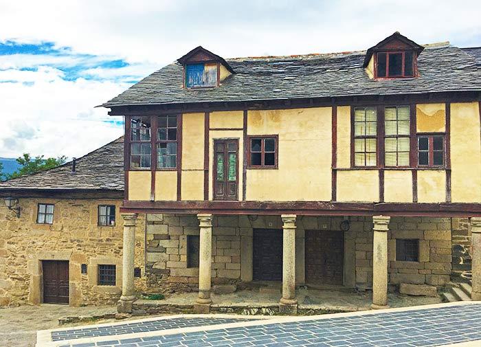 Casas típicas en Puebla de Sanabria