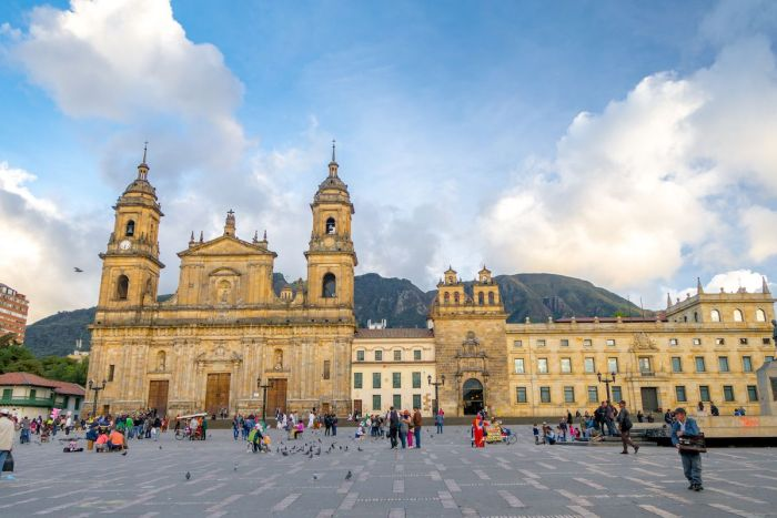 Bogota La Candelaria Plaza Bolivar y catedral primada