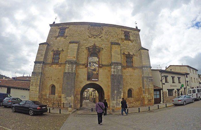 Entrada a Covarrubias, Triángulo de Arlanza, Burgos