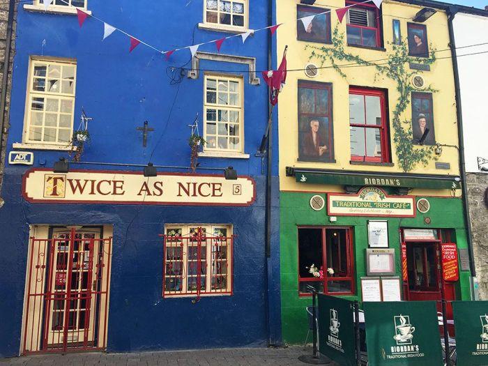 fachadas de edificios en Galway Irlanda