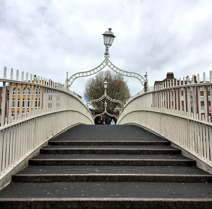 Qué ver en Dublín en 2 o 3 días - Cruzar el Ha'Penny Bridge