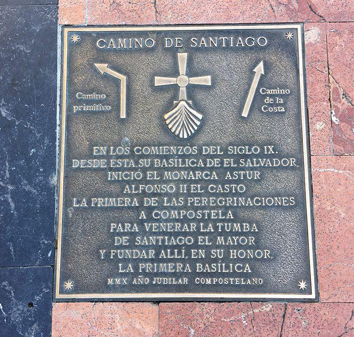 Placa del Camino de Santiago en Oviedo