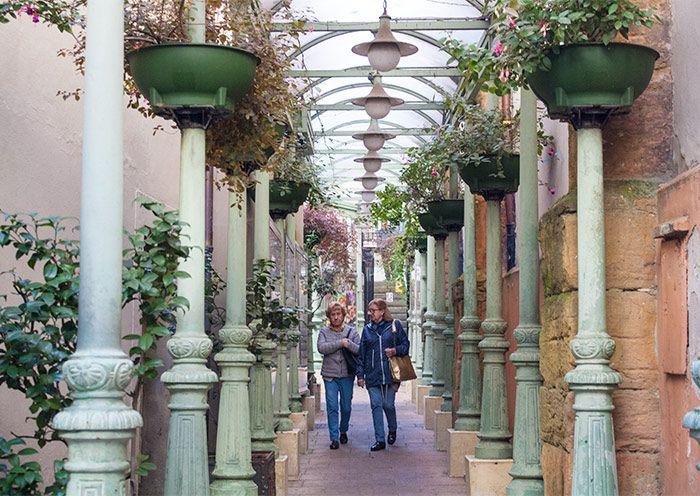 callecitas con encanto en Oviedo, entrada al mercado