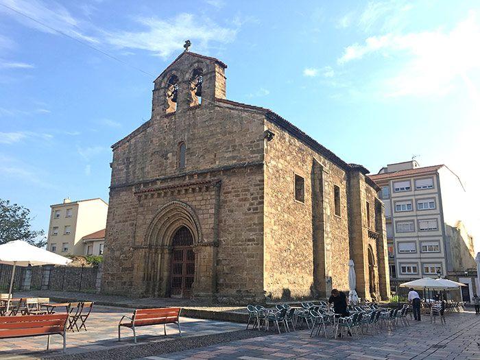 Iglesia vieja de Sabugo, en la zona marinera de Avilés