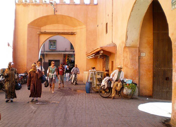 Calles de Marrakech llenas de gente