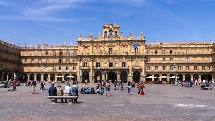 que hacer en Salamanca: visitar la Plaza Mayor
