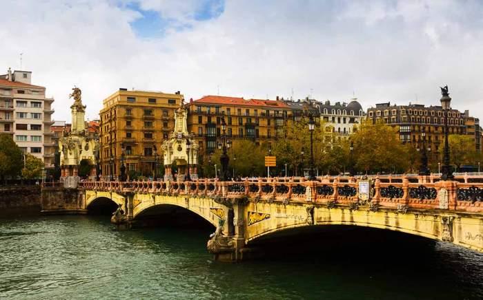 qué ver en San Sebastián en un fin de semana: el puente maría cristina