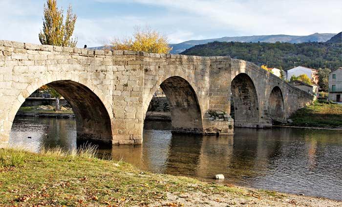 Puente en Navaluenga