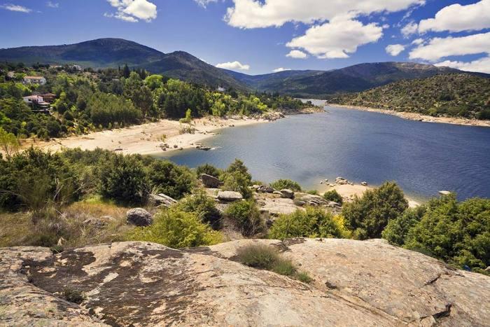 Embalse de Burguillo - Las 10 mejores piscinas naturales CERCA de MADRID