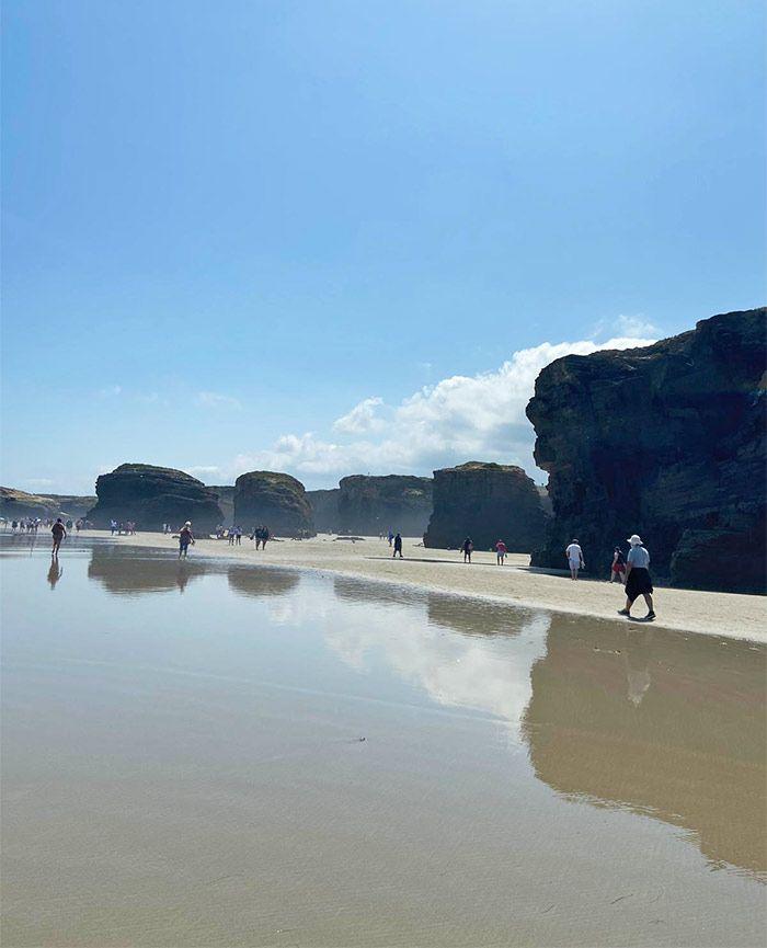 Playa de las Catedrales, reflejos en el agua