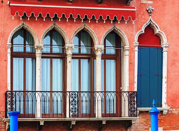 Ventanas preciosas de Venecia, Italia