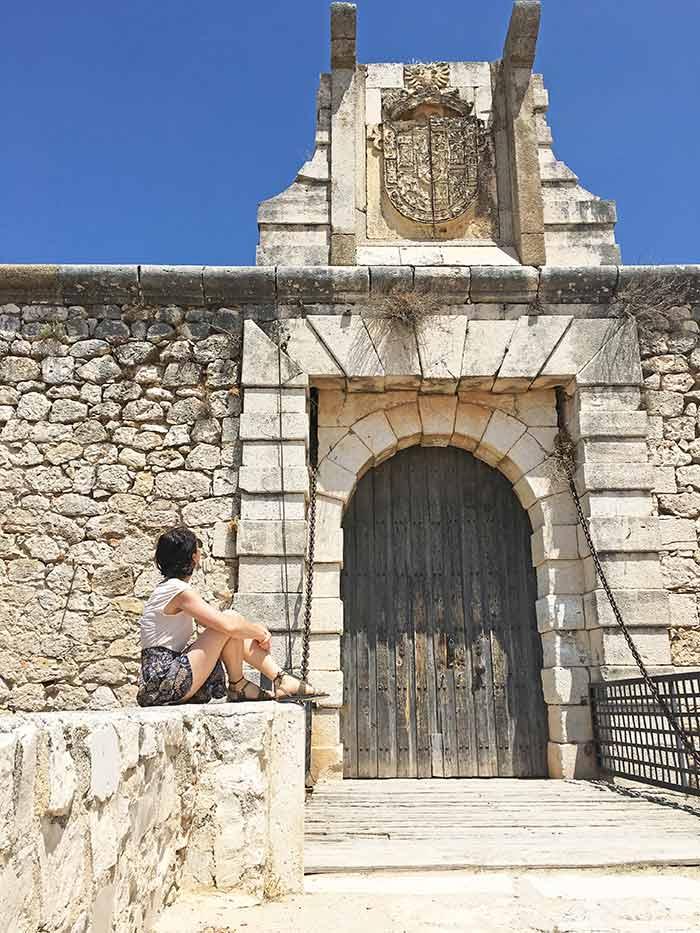 En la entrada al Castillo de Chinchón