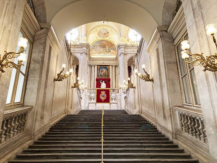 Escalera principal del Palacio Real de Madrid