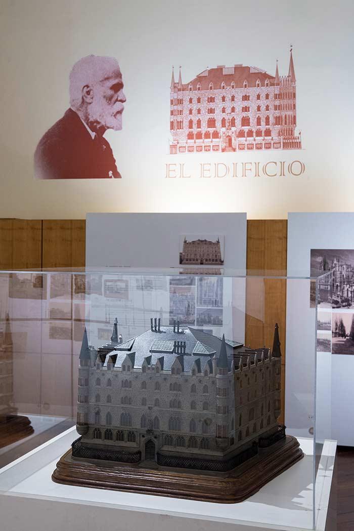 Maqueta del edificio que puedes ver en el Museo Gaudí
