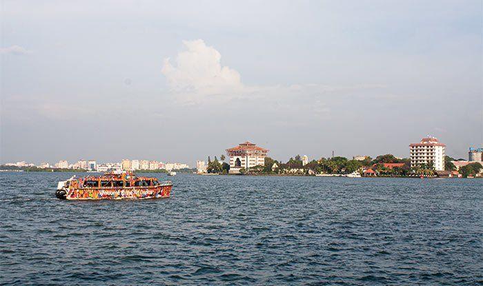 Cruzando en barco a Fort Kochi, Cochín