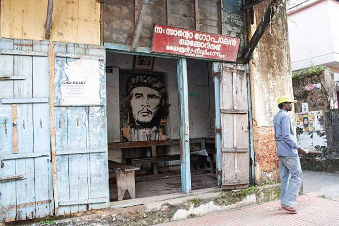 Negocios con murales comunistas en Fort Kochi