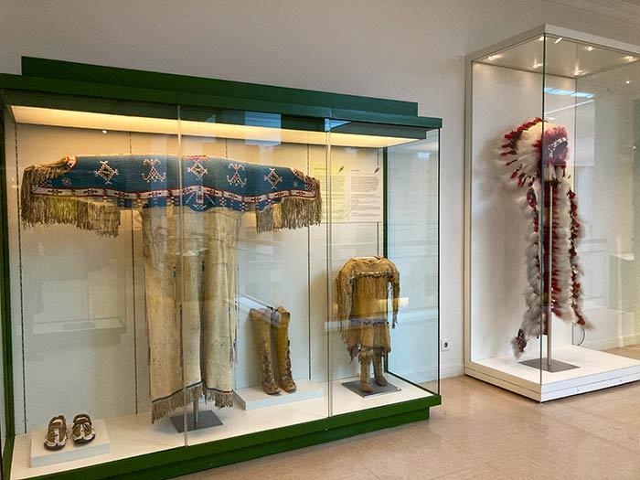 Vestimenta de indios de norteamérica, Museo de Antropología de Madrid