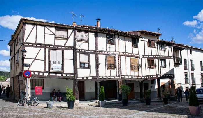 Casas de arquitectura tradicional castellana en Covarrubias, Burgos