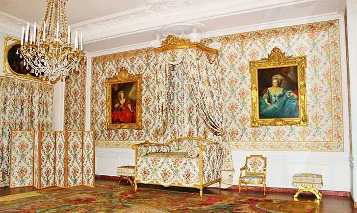 Detalles de una estancia en el complejo de Versalles, Francia