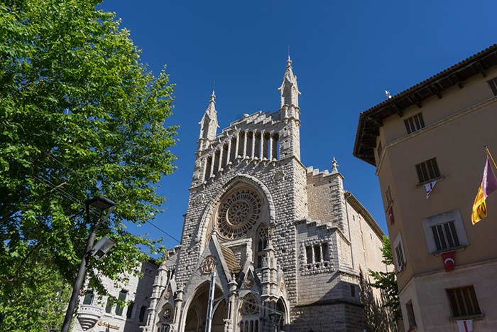 Fachada de la iglesia San Bartolomé, Sóller, Mallorca