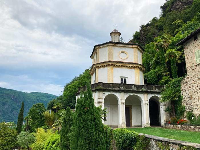 Iglesia en lo alto de Morcote, Tesino, Suiza