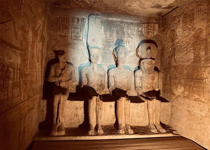 Interior de los templos de Egipto