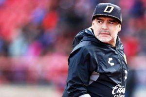 Internaron a Diego Maradona y deberán operarlo