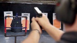 Boom de ventas de mochilas escolares a prueba de balas