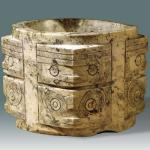 Animal-mask patterned cong (long hollow piece of jade) of the Liangzhu Culture, 8.8cm high, about 6,500g in weight