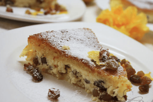 Κέικ με σταφίδες και κρέμα τυριού