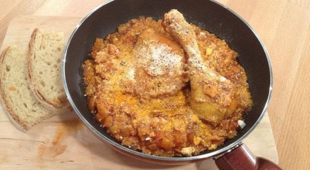 Κοτόπουλο με χυλοπιτάκι και μυζήθρα στη κατσαρόλα