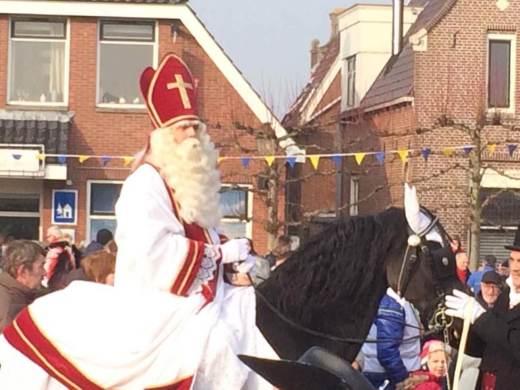 Sint Piter op zijn Friese paard - foto van Erna Schuiteman