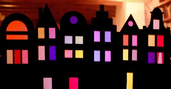 Straatje Flow in the Window grachtenpandjes bij nacht