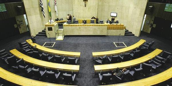 """Sessão de """"sambeiros"""" na Câmara Municipal"""