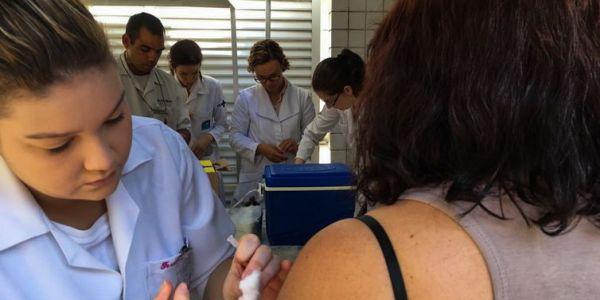OMS quer vacina contra febre amarela para estrangeiros que vão ao Sul