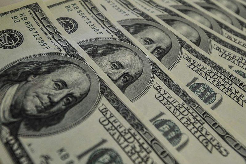 Dólar fecha abaixo de R$ 3,85 e Bovespa sobe pelo quarto dia seguido