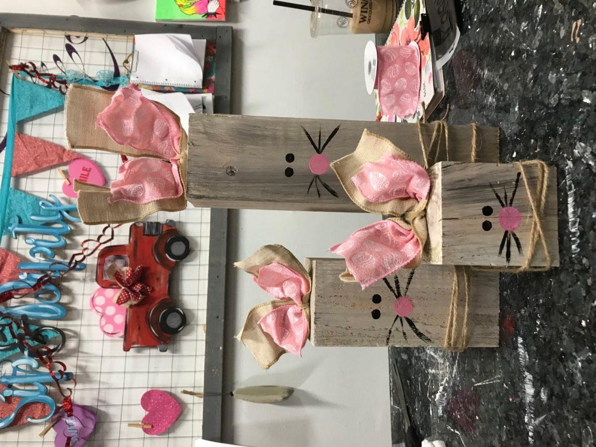Wood rabbit table set