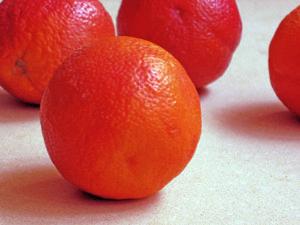 blood oranges on kitchen counter
