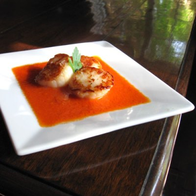sea scallops with saffron tomato sauce