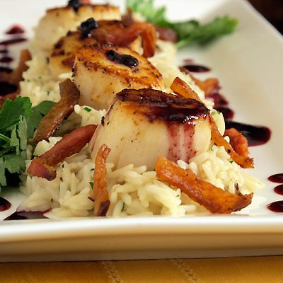 seared scallops with spicy blackberry sauce