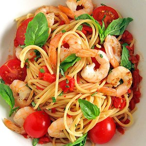 shrimp spaghetti with tomatoes and basil