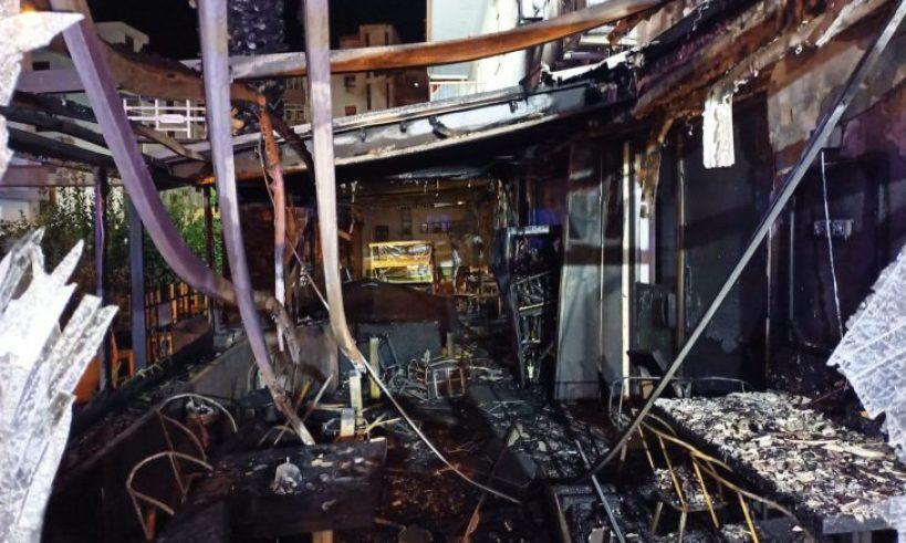 Incendio nella notte in viale Tisia, distrutta la veranda di un ristorante.  Evacuate abitazioni – SiracusaOggi.it