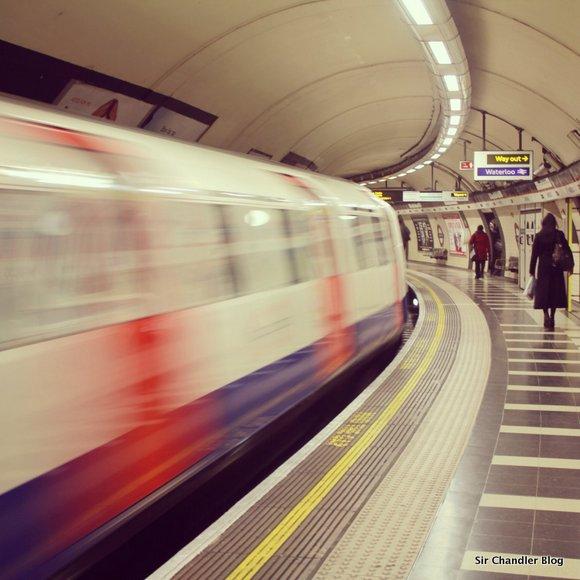 La reina Isabel II viajó en el subte de Londres usando la «sube»