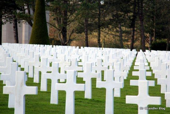 cementerio-normandia-cruces-marmol