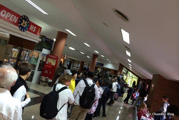 aeropuerto-iguazu-cola