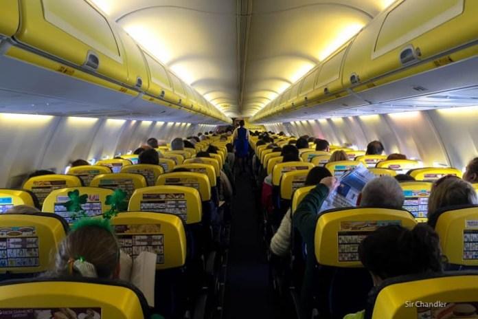 cabina-ryanair-737